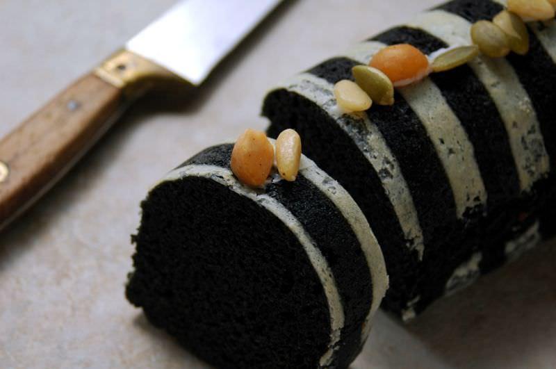 黒ごまたっぷり蒸しケーキ