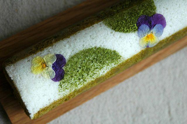 お花がかわいい緑茶のふくれ菓子