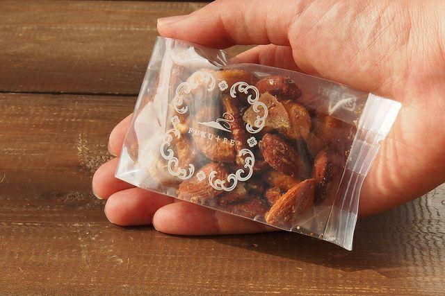 おつまみにおすすめ。鹿児島の芋飴と沖縄燻製塩を使ったスモークナッツ