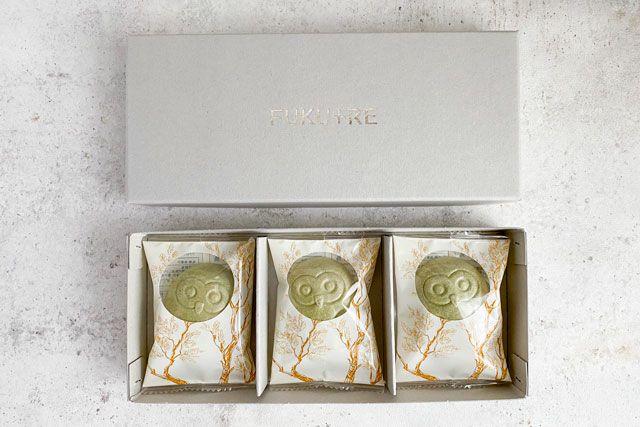 結婚式の引き菓子としても人気。縁起がいいフクロウのお菓子(3羽入)