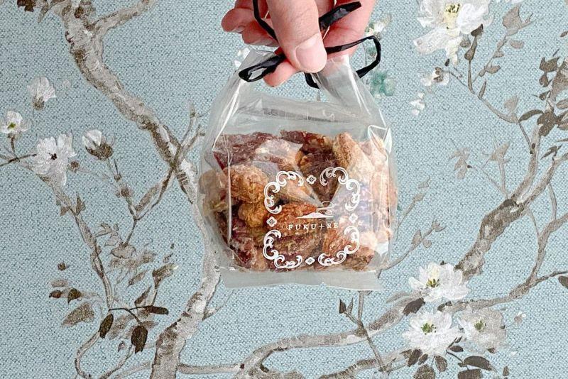 手土産に。鹿児島の芋飴と沖縄燻製塩を使ったスモークナッツ