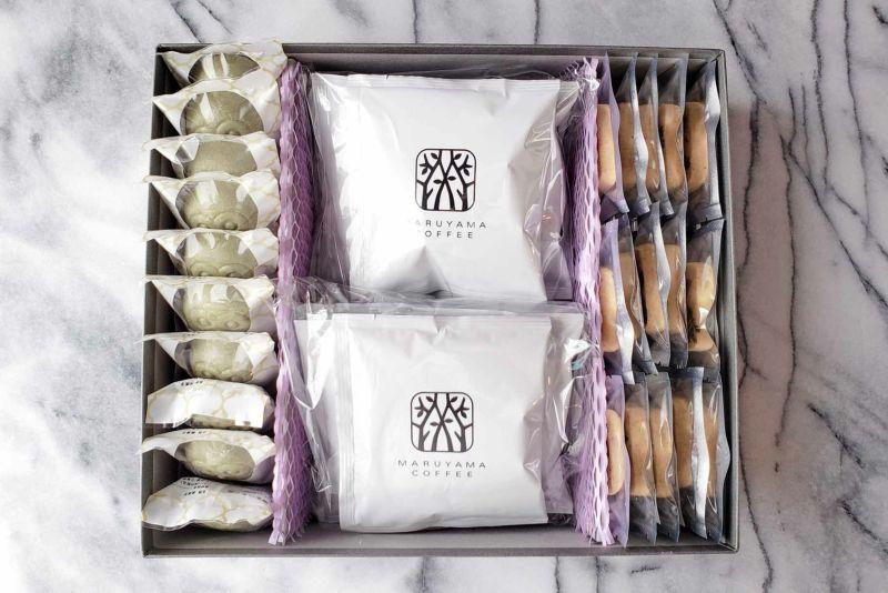 縁起がいいフクロウとおしゃれなお花の焼き菓子に丸山珈琲のブレンド(ドリップバッグ)が入ったギフトセット